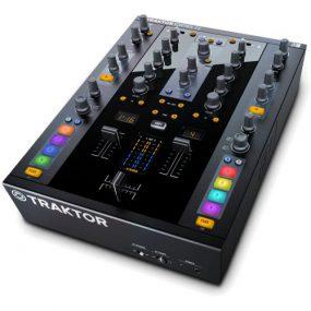 Traktor DJ mixer
