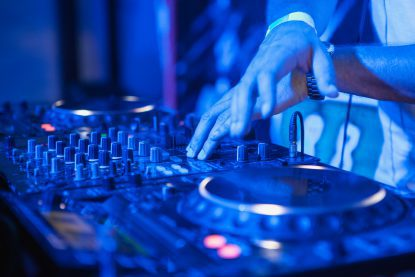DJ booking tips - Be versatile