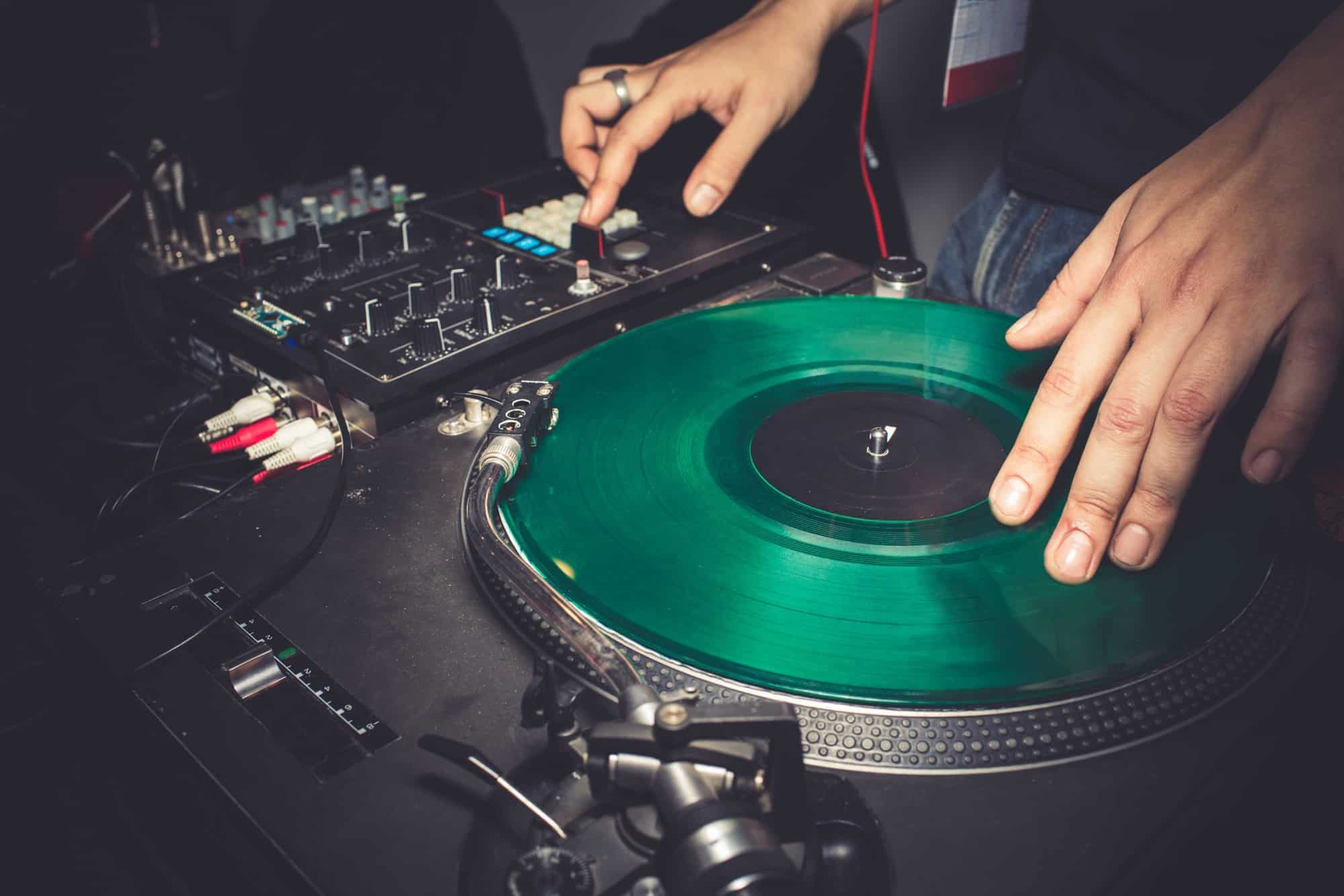 31 DJ skills you should have - How to be a better DJ in 2019