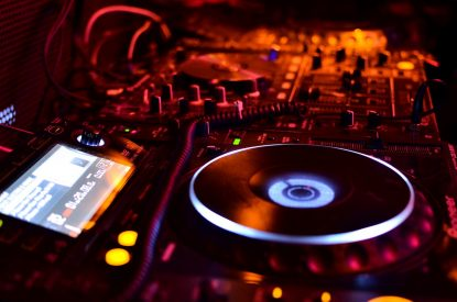 DJ advice for beginners - 31 actionable tips for DJs - [from