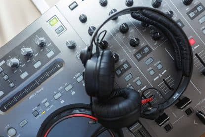 How to DJ without using headphones